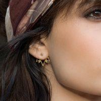 Dessous d'oreilles Kora